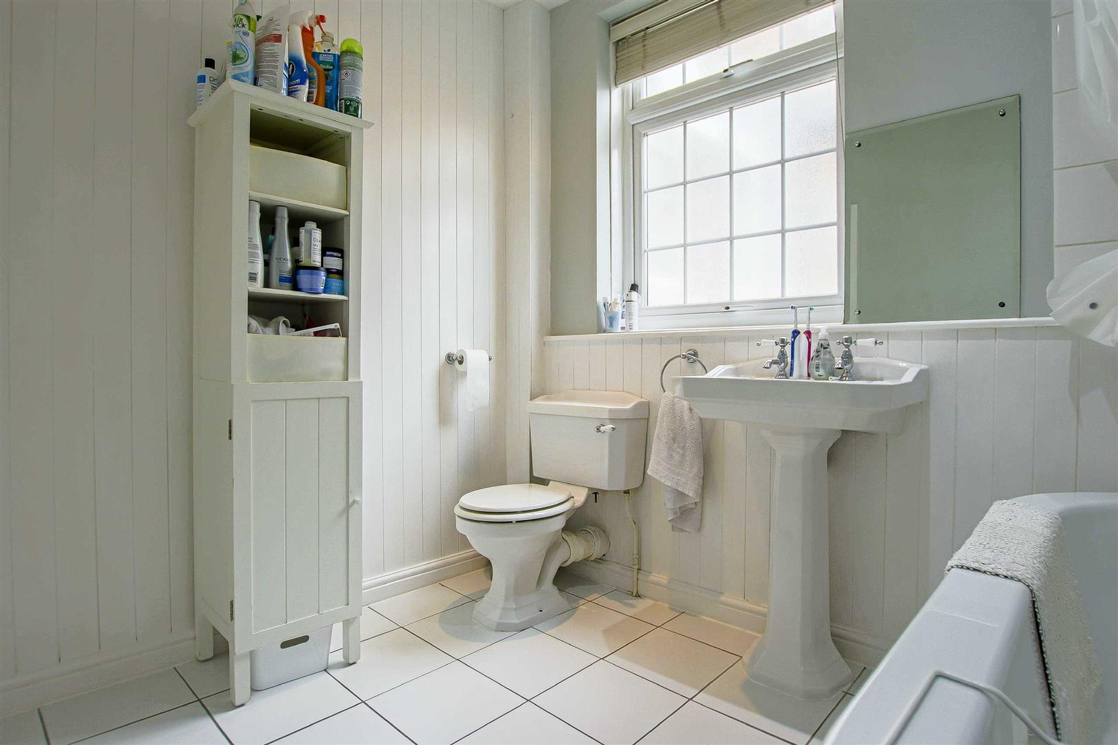 5 Bedroom Terraced House For Sale - Image 9